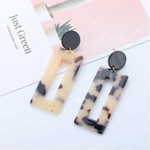 STATEMENT ACRYLIC SQUARE HOOP RESIN EARRINGS